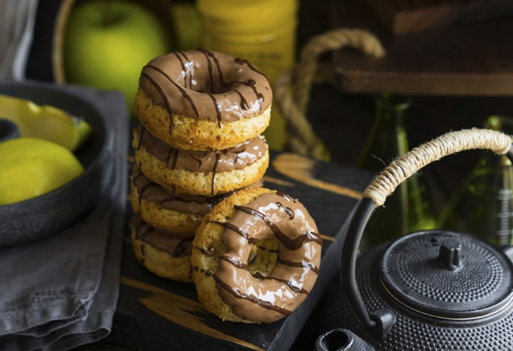 Spicy donuts from the oven with apples