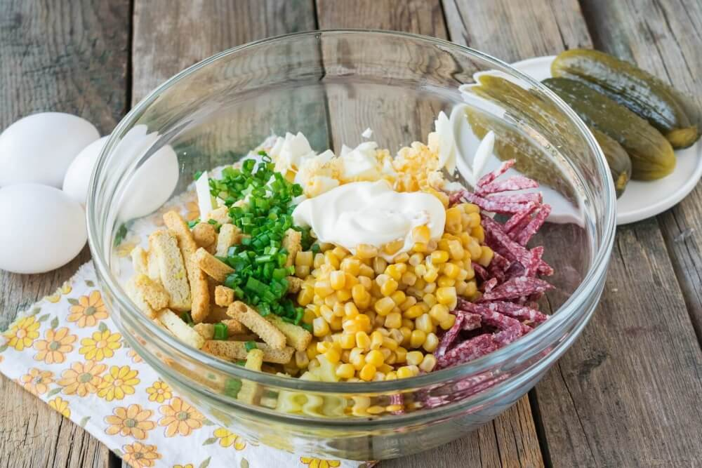 Sausage and Corn Salad with Dried Bread