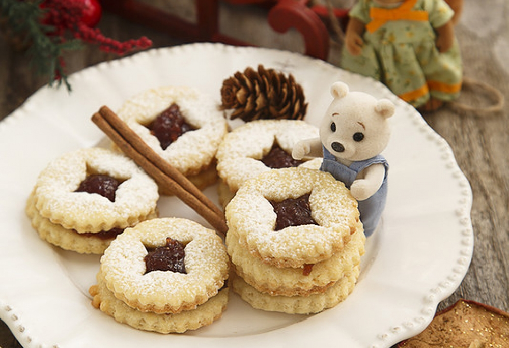 Christmas cookies with jam