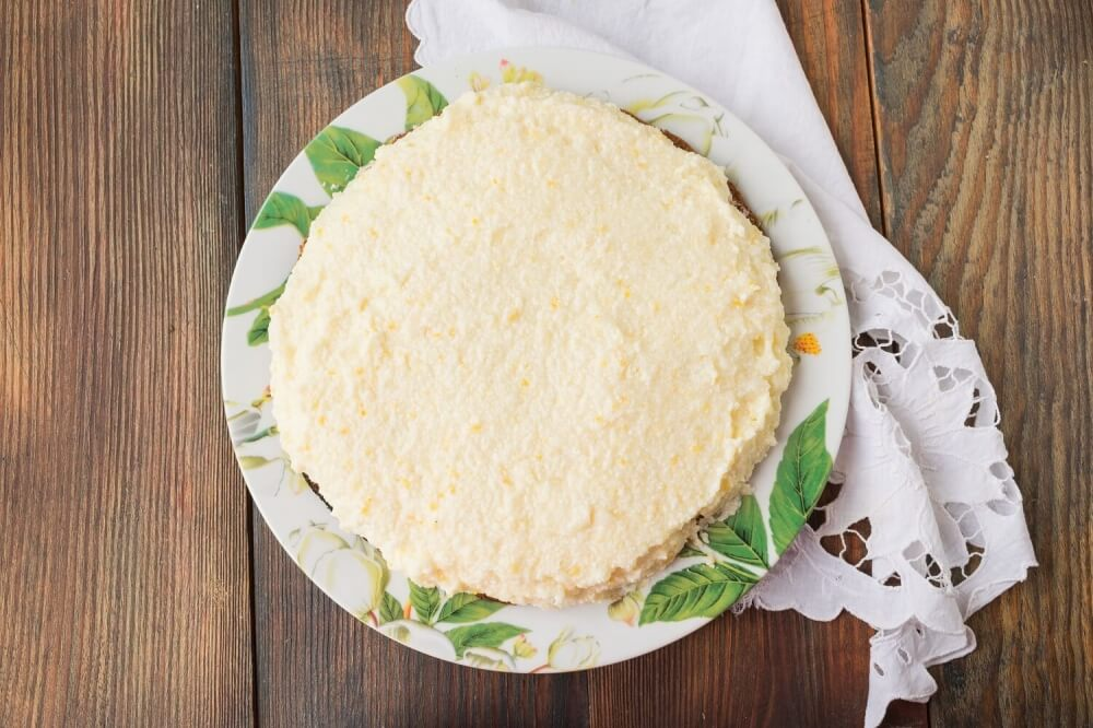 Biscuit cake with lemon cream