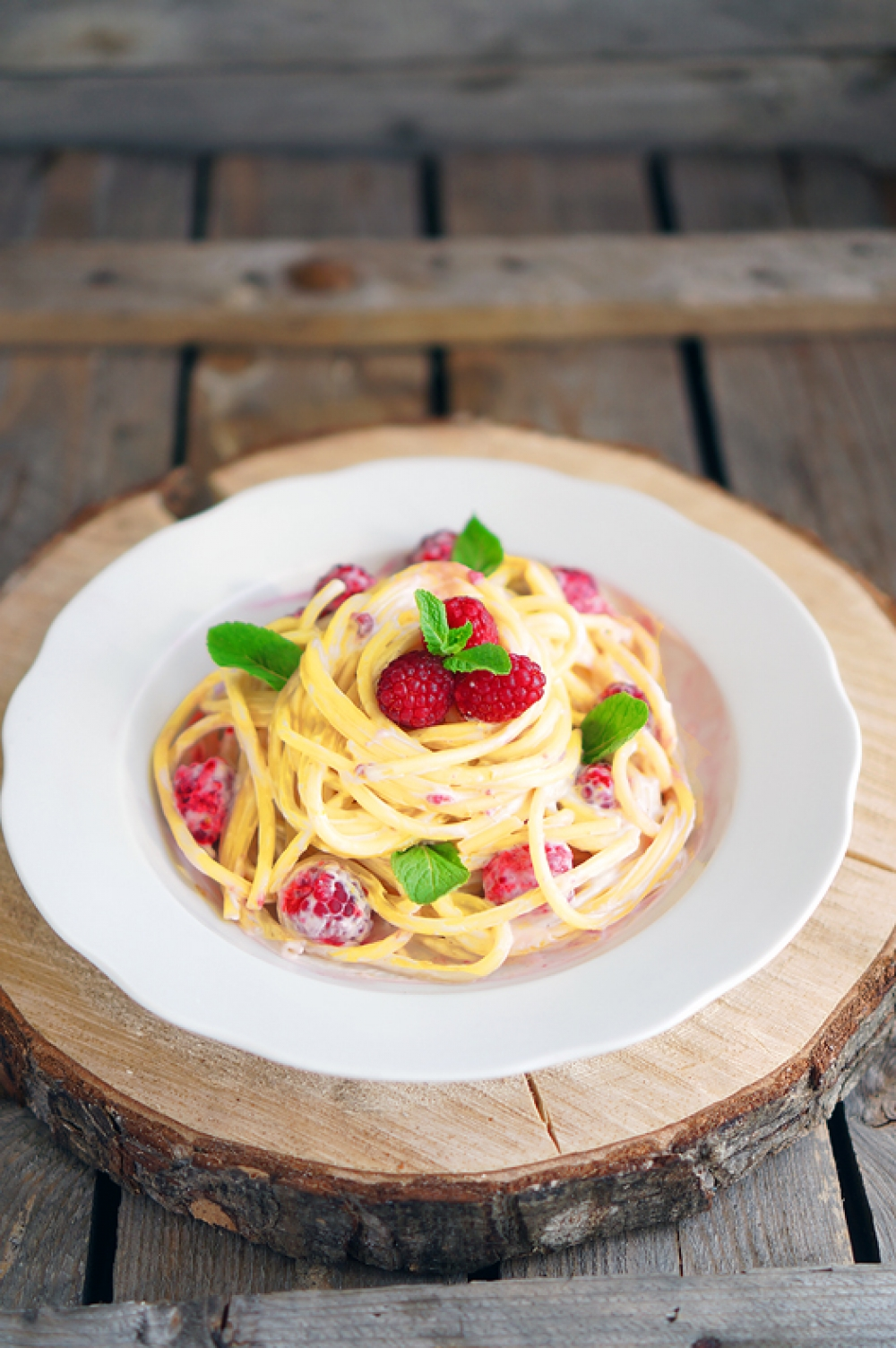 Bucatini with cream sauce and raspberries