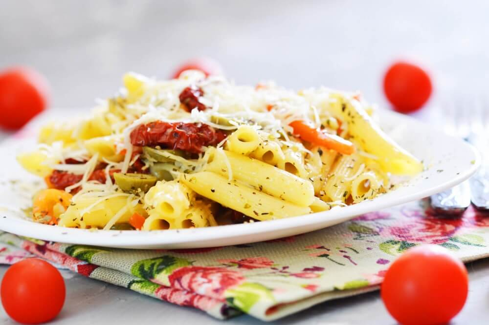 Pasta with Sun-Dried Tomatoes, Olives and Sweet Peppers