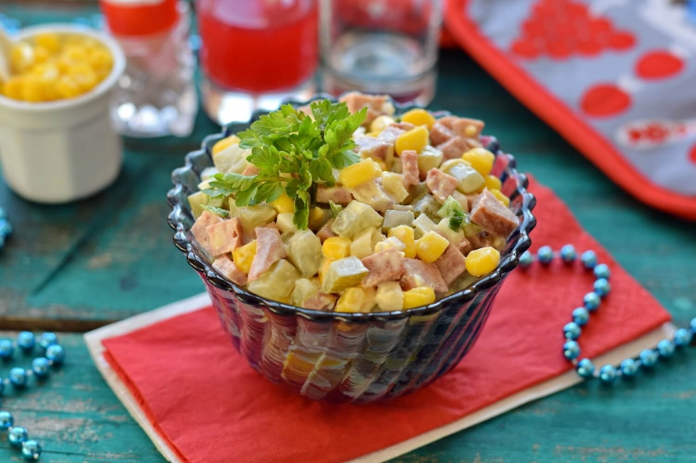 Salad with smoked sausage and corn