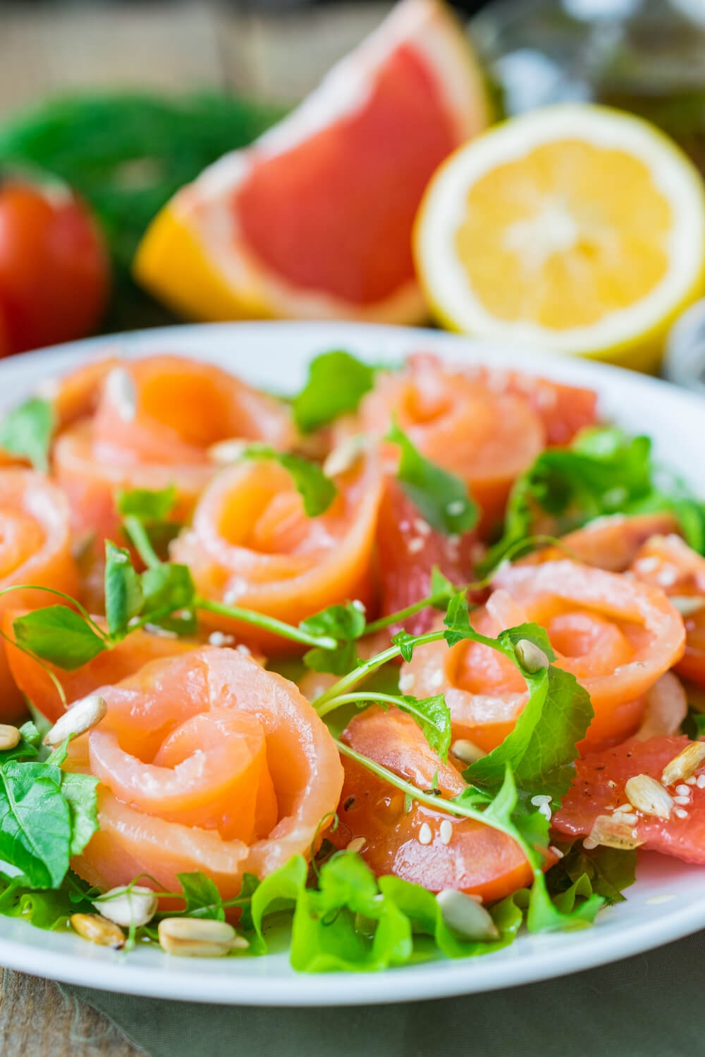Salmon Salad with Grapefruit and Tomatoes