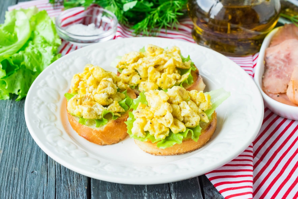 Scrambled Egg and Toast with Smoked Pink Salmon