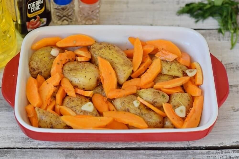 Chicken baked with pumpkin and potatoes