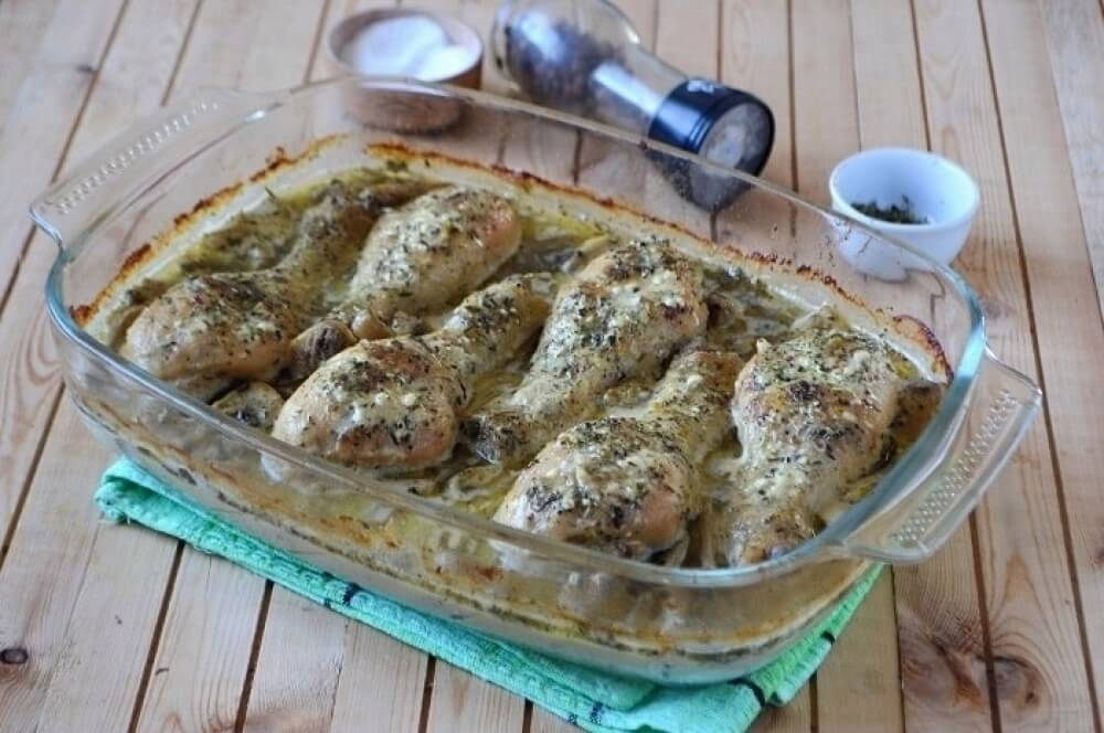 Chicken drumsticks with mushrooms