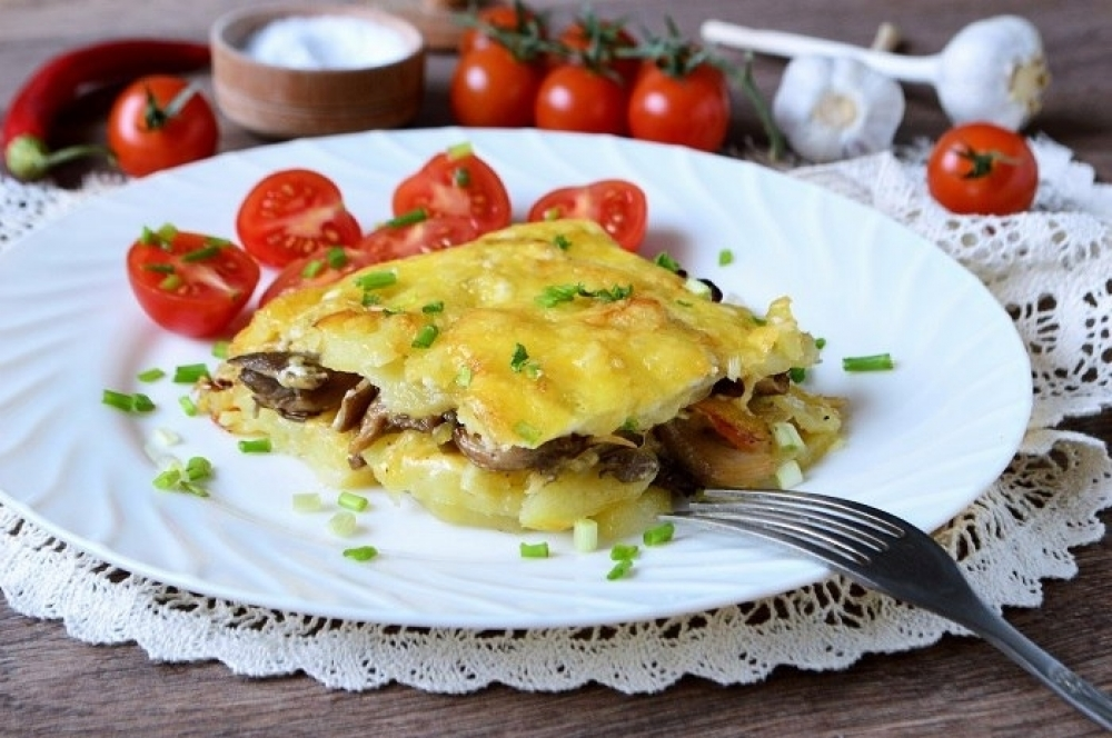 Potato cake with mushrooms
